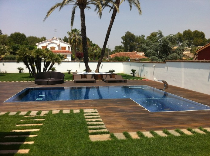 IMG 1540 692x516 Como se realiza una piscina infinity con desbordante perimetral