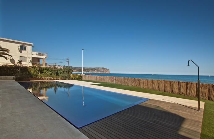 Como se realiza una piscina infinity con desbordante for Piscina infinita construccion