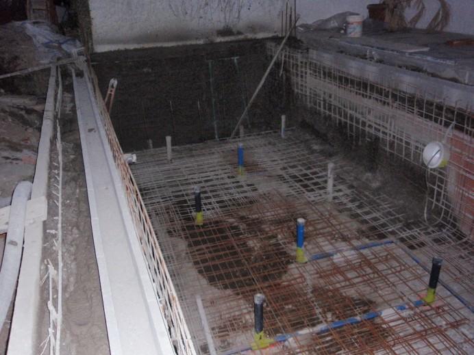 Como se realiza una piscina infinity con desbordante for Como construir una alberca paso a paso