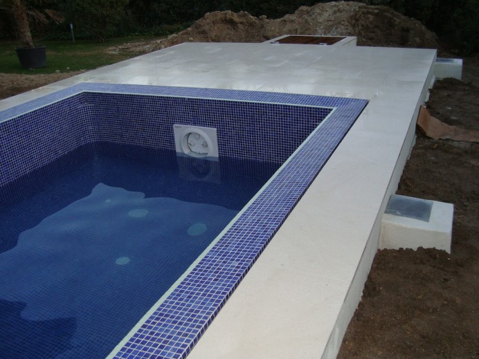 Llenado piscina desbordante infinity