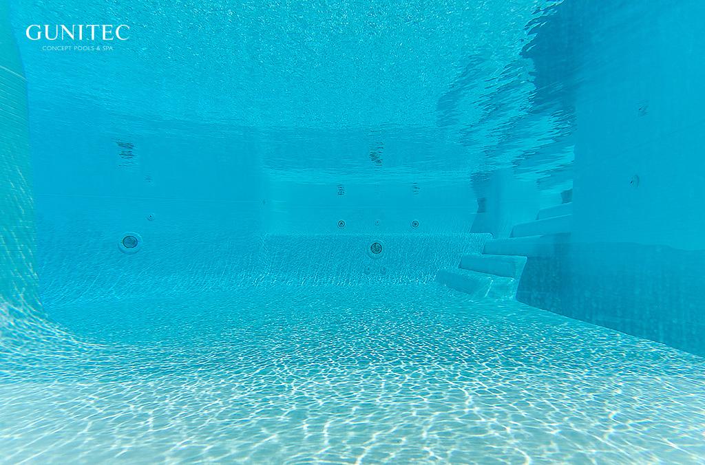 piscina con cristal2 La concepción de las piscinas ha quedado obsoleta.