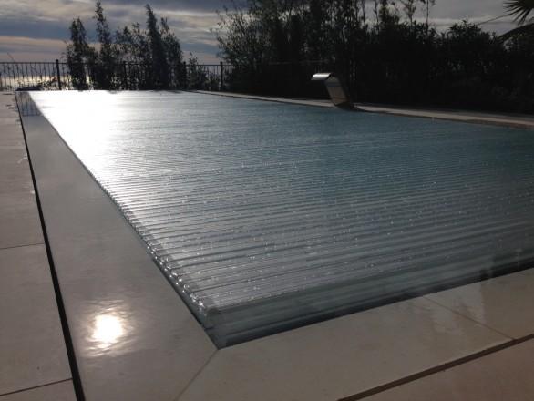 piscina infinity 586x440 Cómo convertir una piscina de skimmers a piscina infinity o desbordante perimetral.