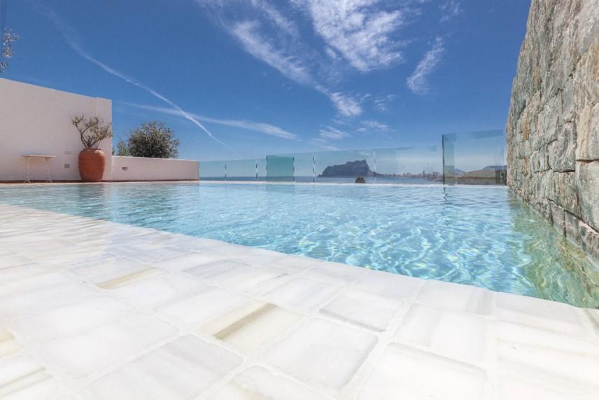 piscina con marmol