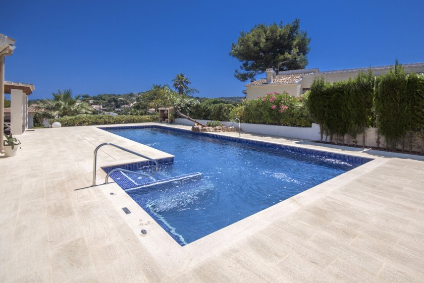 piscina con spa