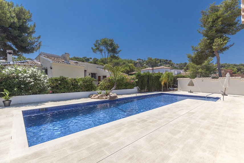 piscina de tosca 856x571 Reformar la piscina de casa.