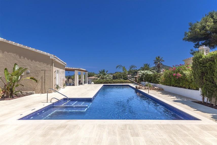 piscina familiar 856x571 Reformar la piscina de casa.