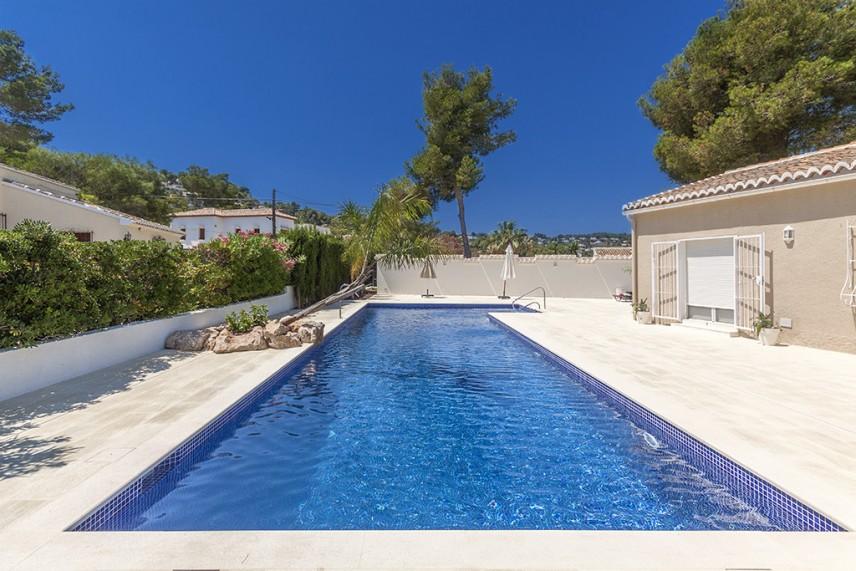 piscina reformada 856x571 Reformar la piscina de casa.