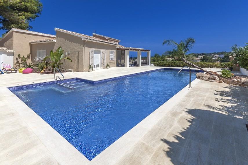 piscinas de lujo 856x571 Reformar la piscina de casa.