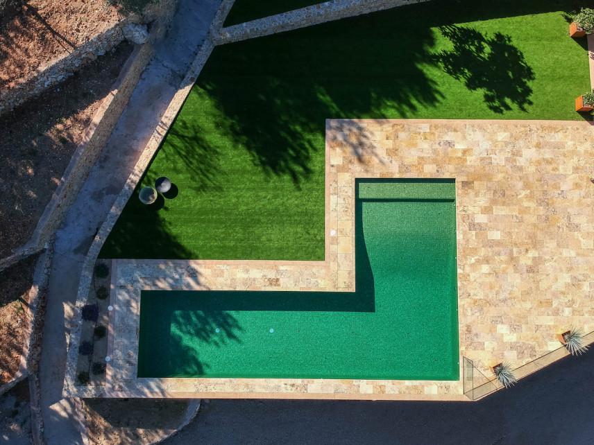 piscina color verde 856x642 Piscina color verde en plena naturaleza.