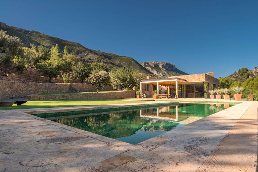 piscina natural 856x570 Piscina color verde en plena naturaleza.