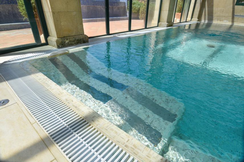 tumbonademasaje 856x570 Renovación piscina en Hotel Marriott La Sella Golf Resort & Spa.