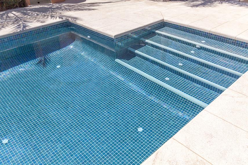 escalera de acceso piscinas