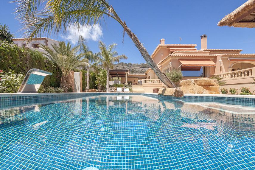 gresite piscina verde 856x571 Piscina reformada en Javea.