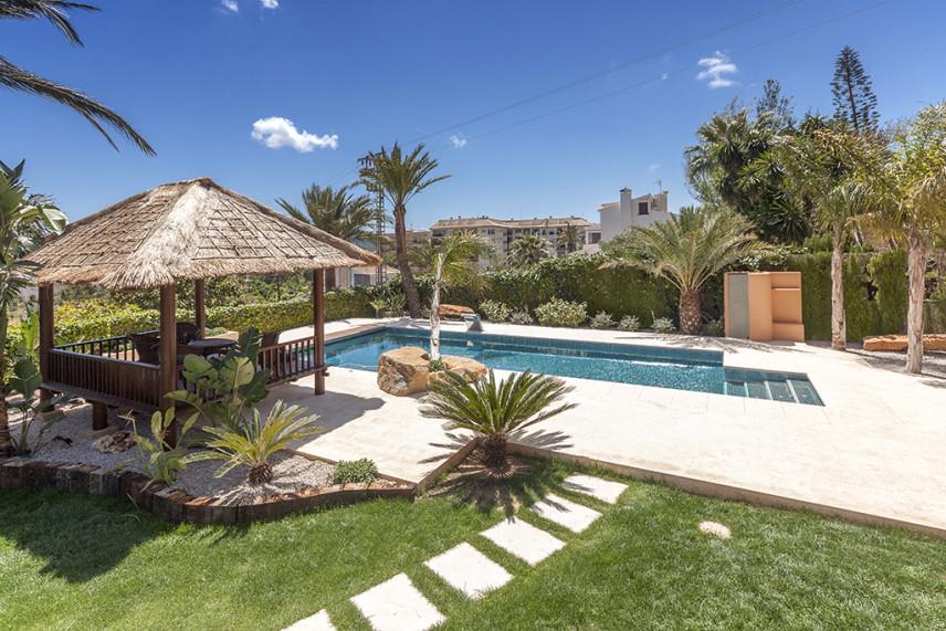 piscina de lujo 856x571 Piscina reformada en Javea.